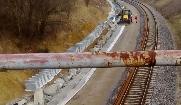 Prace rozbiórkowe peronu na przystanku PKM Karwiny.