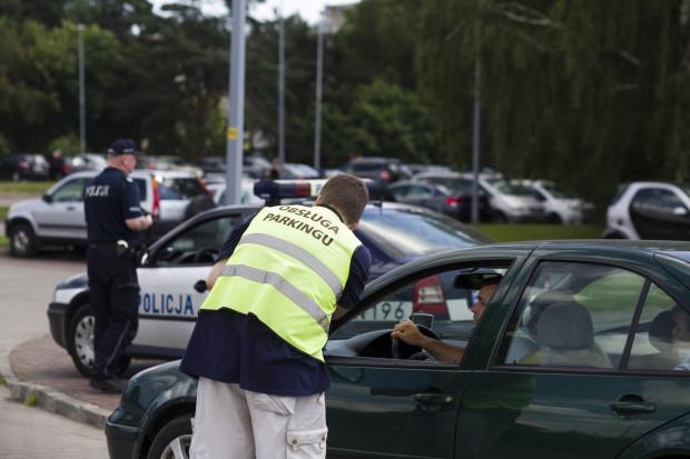 W ubiegłym roku parkingi przy plażach zostały oddane w ręce prywatnych operatorów. Pomysł urzędników okazał się nietrafiony, dlatego w tym roku parkingi - decyzją mieszkańców - będą ponownie bezpłatne.