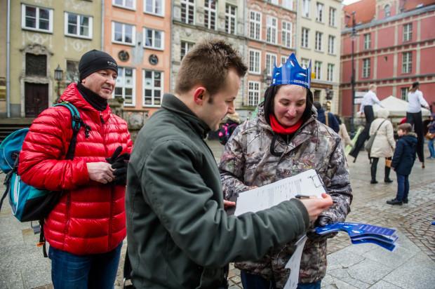 Zbieranie podpisów za ochroną Wisły podczas manifestacji pod Neptunem w Gdańsku.