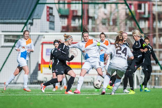 Piłkarki Sztormu na ligowe zwycięstwo czekają od października. Na zdjęciu Kinga Bużan, która w Szczecinie mogła zdobyć bramkę kontaktową, ale nie wykorzystała rzutu karnego.