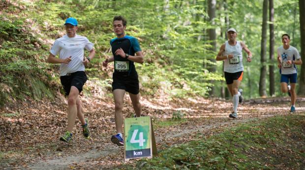 W najbliższy weekend każdy z biegaczy znajdzie coś dla siebie: od delikatnych marszów przez biegi przełajowe po te z przeszkodami. Na zdjęciu uczestnicy City Trail.
