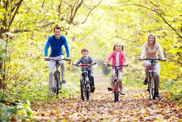"""Rodzinna przejażdżka niedaleko domu? Osiedle Zielona Laguna znajduje się tuż obok lasu - na rower można """"wyskoczyć"""" nawet na pół godziny."""