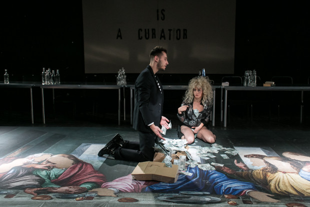 """Spektakl """"Kreacja"""" (na zdjęciu) wybrany został spektaklem roku w Gdańsku. Jego reżyser, Jarosław Tumidajski, otrzymał Nagrodę Teatralną Marszałka Województwa Pomorskiego, zaś scenograf Mirosław Kaczmarek dostał Nagrodę marszałka i Nagrodę Teatralną Miasta Gdańska."""