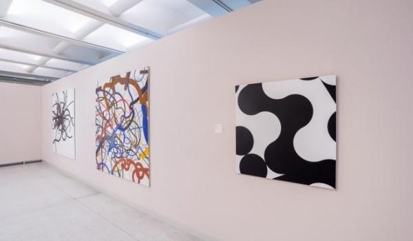 """Wystawa """"Colours of Art"""" w Państwowej Galerii Sztuki to pierwsze wydarzenie Sopockiego Roku Awangardy. Wystawa czynna będzie do 25 czerwca."""