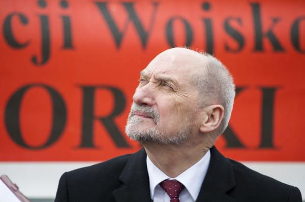 Antoni Macierewicz, minister obrony narodowej może przejąć nadzór nad najważniejszymi polskimi firmami. Wszystko dzięki nowelizacji ustawy o zadaniach na rzecz obronności państwa realizowanych przez przedsiębiorców oraz programu mobilizacji gospodarki.