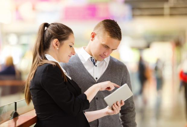 Bardzo często mężczyźni zaczepiani są przez przedstawicielki banku, a kobiety przez przedstawicieli.