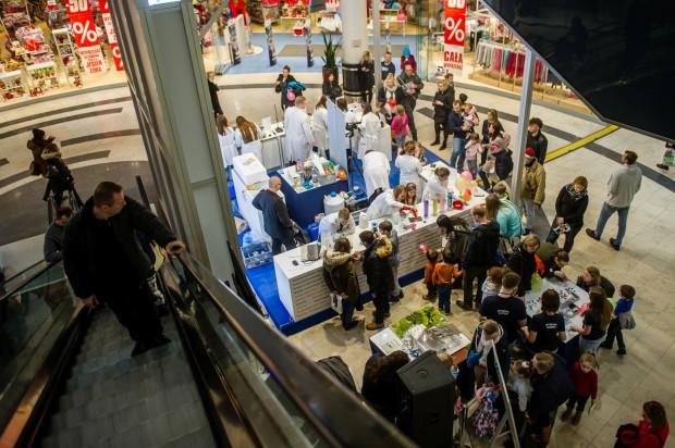 Galerie handlowe odwiedzamy często, czy równie często zastanawiamy się, jak wygląda praca osób zatrudnionych w znajdujących się w nich sklepach?