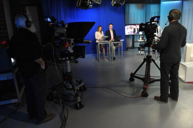 Spółki skarbu państwa rezygnują z reklamowania się w prywatnych kanałach telewizyjnych na rzecz telewizji publicznej. Na zdjęciu poranny program gdańskiego oddziału TVP.