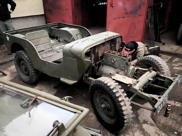 Niestety, na rynku jest coraz mniej dostępnych Willysów stanowiących bazę do odbudowy. Zainteresowani powinni się spieszyć.