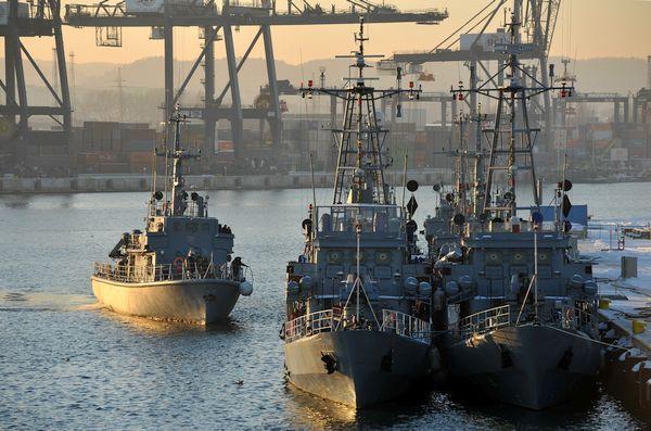 Okręty 13 Dywizjonu Trałowców, wchodzącego w skład Flotylli Obrony Wybrzeża.
