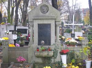 Cmentarz komunalny w Nowym Porcie. Ciekawostką są tu groby Polaków z okresu istnienia Wolnego Miasta Gdańska.