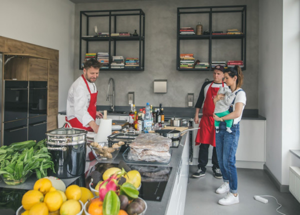 K5 to akademia kulinarna, gdzie gotowania nauczą się mali i duzi, młodzi i starzy. Regularnie prowadzone są tutaj warsztaty tematyczne.