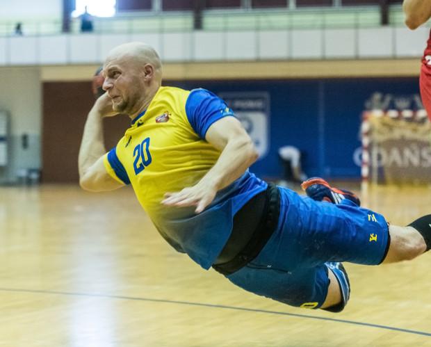 Kamil Ringwelski w końcówce meczu rzucał bramki, które dały Spójni wygraną w Olsztynie.