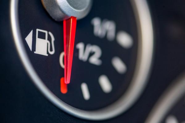 Rezerwa paliwa... to jeden z gorszych widoków dla kierowcy.