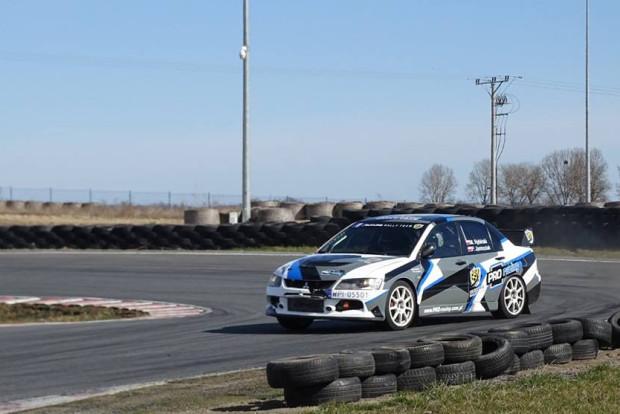 Lubisz dynamiczną jazdę samochodem? Koniecznie weź udział w Track Hours.