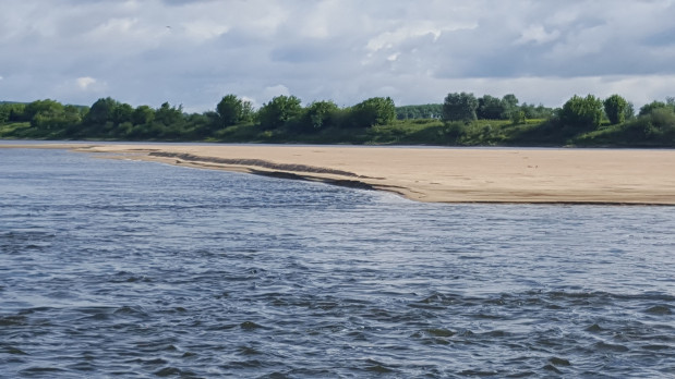 Latem żegluga na Wiśle jest niemożliwa z uwagi na niski poziom wody. Zimą natomiast problemem jest zlodowacenie.