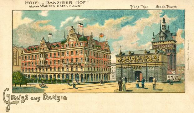 Na pocztówce z początku XX w. widoczne istniejące do dziś Brama Wyżynna i Wieża Więzienna oraz nieistniejący już gmach hotelu Danziger Hof.