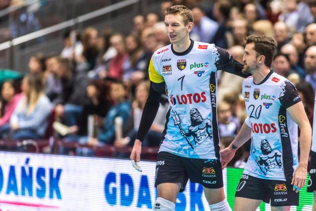 Damian Schulz (nr 7) zapracował na nowy kontrakt w Gdańsku. Nic dziwnego, gdyż był drugim najlepiej punktującym zawodnikiem PlusLigi.