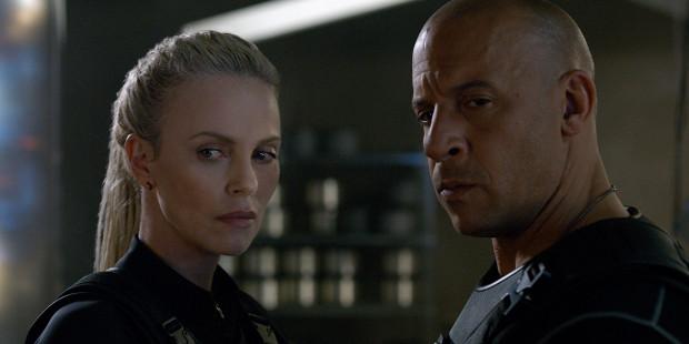 Tym razem Dominic Toretto (Vin Diesel) będzie zmuszony stawić czoła swoim dotychczasowym przyjaciołom i rodzinie. Do desperackich działań popchnie zdeterminowana Cypher (Charlize Theron), specjalistka w zakresie cyberterroryzmu.