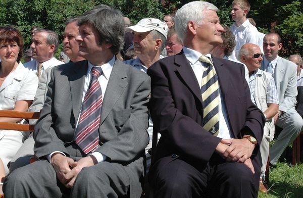 Dwaj byli prezydenci Sopotu: widoczny po lewej stronie Cezary Dąbrowski był nim w latach 1981-84 (tu jako wojewoda pomorski) oraz Jan Kozłowski, który urząd ten piastował w latach 1992-98 (tu jako marszałek województwa pomorskiego).