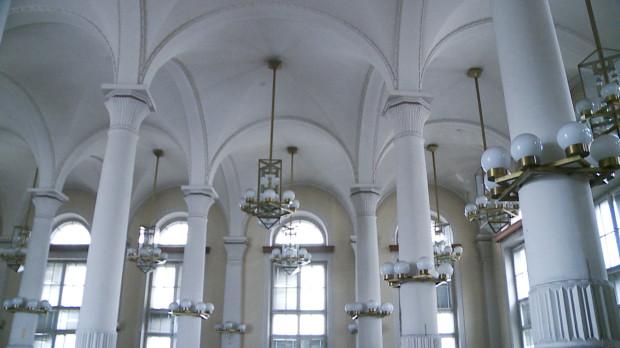 Sala operacyjna, czyli największe i zdecydowanie najpiękniejsze pomieszczenie dawnego Banku Polskiego w Gdyni. Jego projektantem był warszawski architekt Tadeusz Rytarowski.