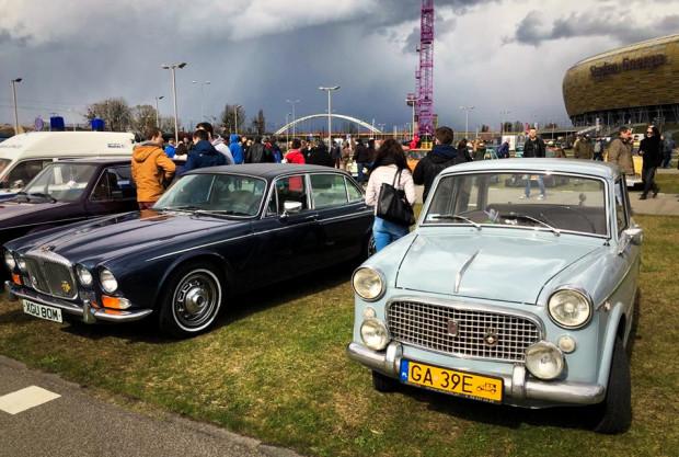 Na parkingu przy gdańskim stadionie zaparkowało około 550 motoklasyków.