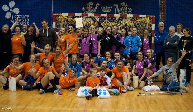 Amatorki z Gdańska zwyciężyły turniej w hali AWFiS z kompletem zwycięstw.
