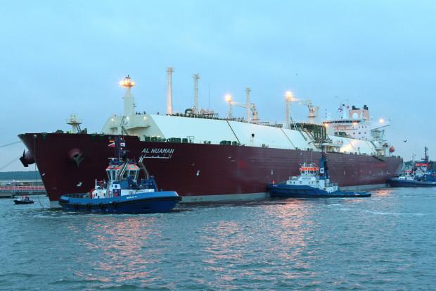"""Inwestycja w Gdańsku jest powiązana z projektem zwiększenia zdolności przeładunkowych terminalu LNG w Świnoujściu. Na zdjęciu metanowiec """"Al Nuaman"""" z katarskim LNG wpływa do Gazoportu w Świnoujściu."""
