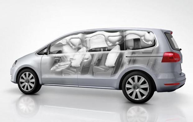 W zależności od wypadku mogą zostać uruchomione poduszki: czołowe, boczne, kurtyny powietrzne i te chroniące kolana kierowcy.