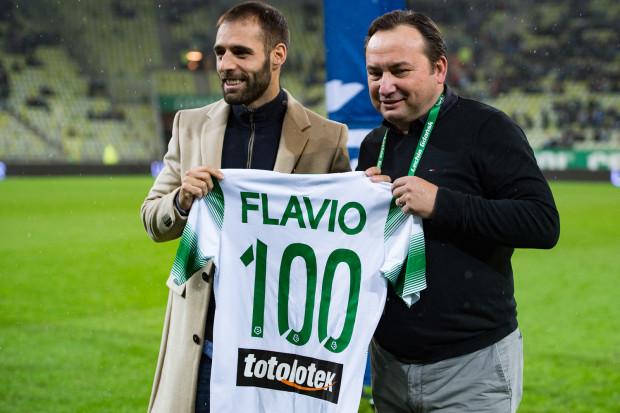 Flavio Paixao (z lewej) strzelił 10, a jego brat Marco 11 goli w tym sezonie, ale prezes Adam Mandziara (z prawej) oczekuje od Lechii wyższe skuteczności.