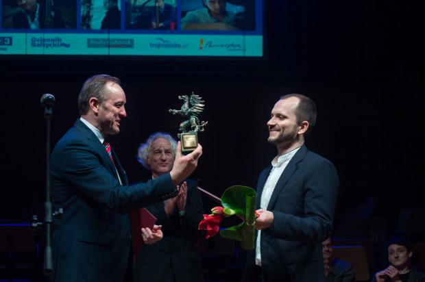 """Pomorską Nadzieją Artystyczną został Szymon Morus za poprowadzenie """"Czarnej Maski"""" w Operze Bałtyckiej, na co dzień dyrygent pracujący w Operze Bałtyckiej."""