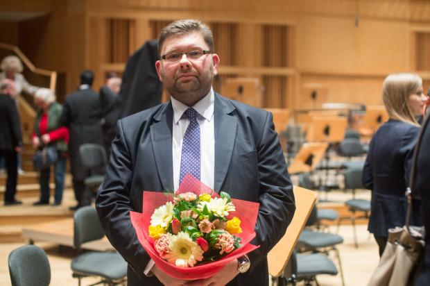 """Autor """"Wings Concerto"""" na dwa flety i orkiestrę kameralną, Paweł Łukaszewski, odsłuchał prawykonania swojego dzieła wraz z publicznością gali Pomorskiej Nagrody Artystycznej."""