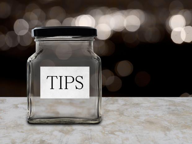 Większość bywalców restauracji deklaruje, że napiwek zostawia - zazwyczaj w wysokości 10 proc. kwoty rachunku.