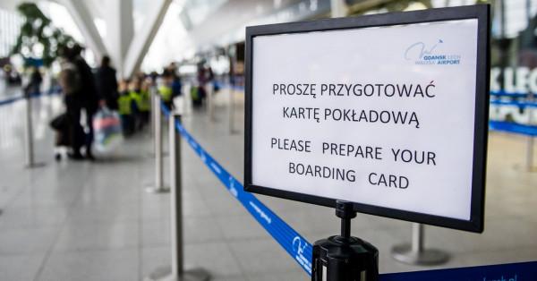 By uniknąć spóźnienia na samolot należy pojawić się ok. 2 h przed odlotem.