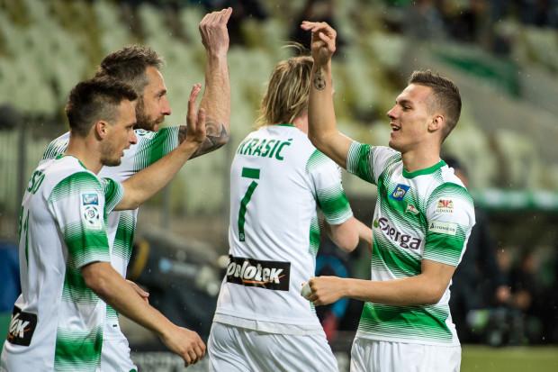 Piłkarze Lechii Gdańsk są zadowoleni po inauguracji grupy mistrzowskiej. Od prawej: Lukas Haraslin, Milos Krasić, Jakub Wawrzyniak i Sławomir Peszko.