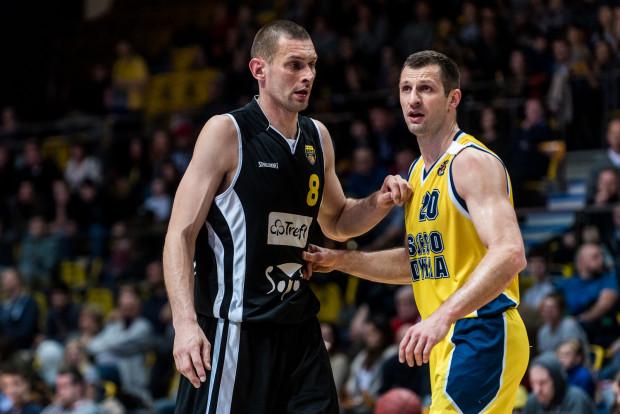 Pamiętający złote czasy trójmiejskiej koszykówki Filip Dylewicz (z lewej) i Piotr Szczotka (z prawej) tym razem nie byli w stanie poprowadzić swoich drużyn, odpowiednio Trefla Sopot i Asseco Gdynia do play-off.