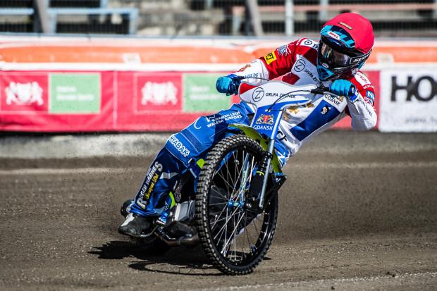 Troy Batchelor w Żarnowicy nie zdobył przepustki do dalszej walki o cykl Grand Prix. Plus jest taki, że zawody udało się odjechać. Gdyby  zostały przełożone na niedzielę, Australijczyk nie mógłby pojechać w meczu Wybrzeża w Rzeszowie.