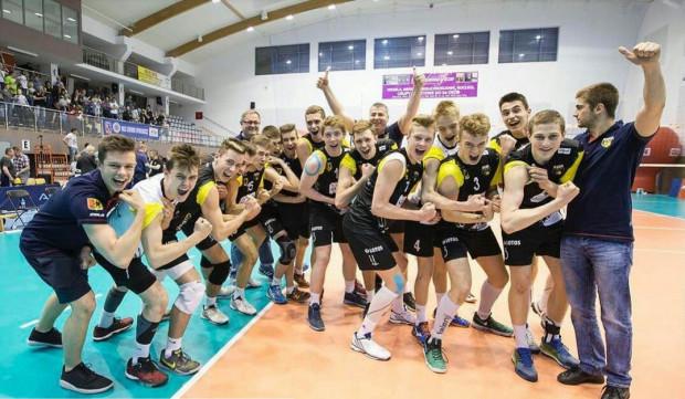 Jedynej porażki podczas mistrzostw Polski kadetów siatkarze Trefla doznali dopiero w finale.