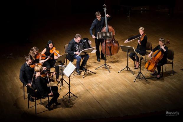 W środę 10 maja, po raz kolejny, gdańska Akademia Muzyczna włączy się w obchody Światowego Dnia Akordeonu. Na zdj. Paweł Zagańczyk (akordeon) z zespołem kameralnym podczas koncertu.