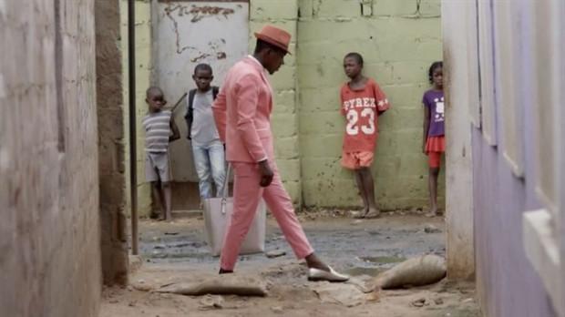 """Filmy zebrane w repertuarze AfryKamery pozwolą na podróż po różnych zakątkach Afryki, pokażą wielowymiarowe oblicze kontynentu, a nieraz zaskoczą obrazem współczesnej Afryki tak, jak choćby w obrazie """"Bangaologia""""."""