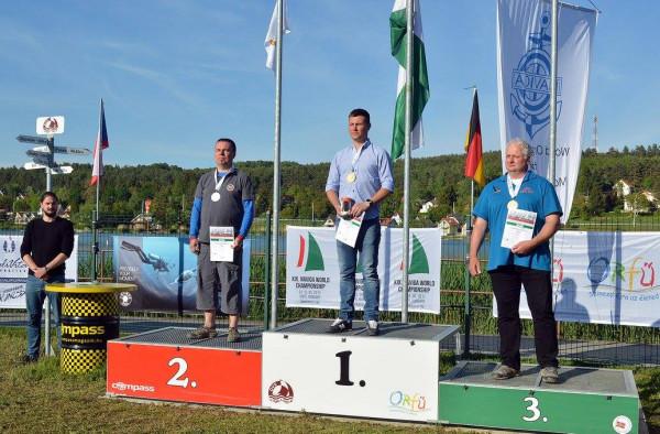 Jan Springer na szczycie podium mistrzostw świata.