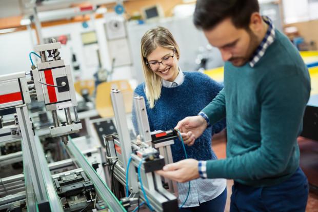 Technik automatyk oraz technik szerokopasmowej komunikacji elektronicznej to zawody stworzone z inicjatywy pracodawców.