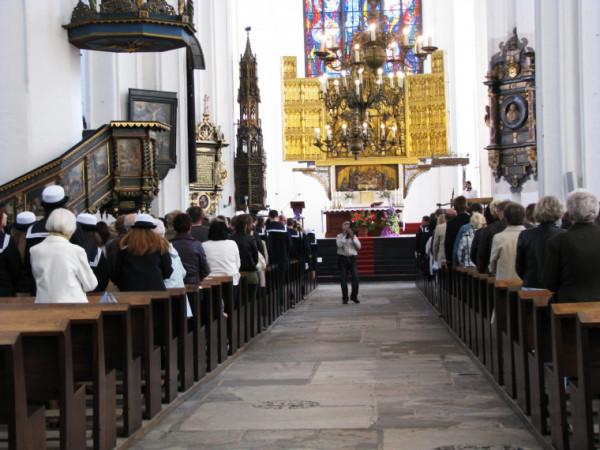Prezbiterium oraz ołtarz, który jest obecnie na wysokości 1,8 m, będzie na poziomie posadzki.