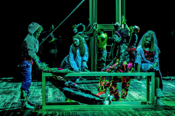 """Swoją wersję """"Wyzwolenia"""" zaprezentuje młody, odważny interpretator klasyki - Krzysztof Garbaczewski. Będzie to """"Wyzwolenie"""" warszawskiego STUDIO teatrgaleria (dawniej Teatru Studio w Warszawie)."""