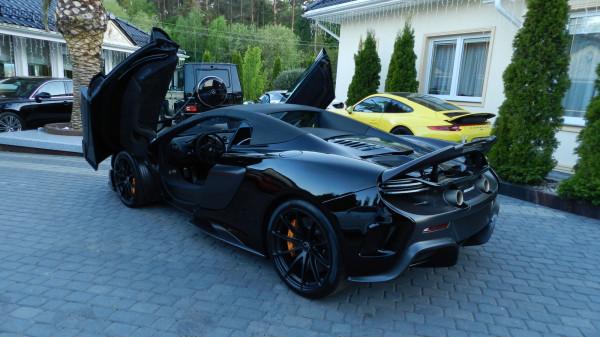 Obrzydliwie drogi i piekielnie szybki McLaren.