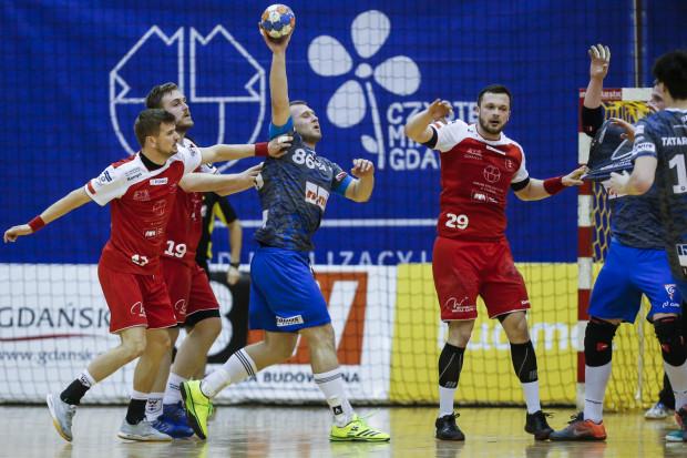Szczypiorniści Wybrzeża sezon w Superlidze zakończyli na 7. miejscu, ale mieli jeszcze szansę na wygranie dodatkowego pucharu. O ten zagrają jednak Górnik Zabrze i Pogoń Szczecin.