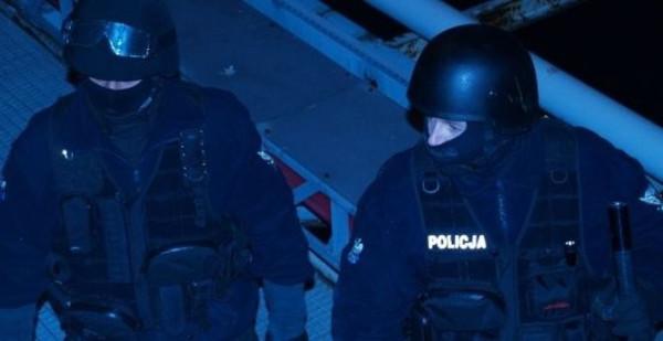 Ostatecznie mężczyznę obezwładnili dopiero nad ranem członkowie policyjnej jednostki specjalnej.