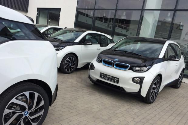"""""""Elektryki"""" czekają na klientów BMW."""