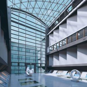 Wraz ze Zbrojownią Sztuki zadaszone patio Akademii Sztuk Pięknych (projekt na zdjęciu) ma promować ASP w Gdańsku i artystów z nią związanych.