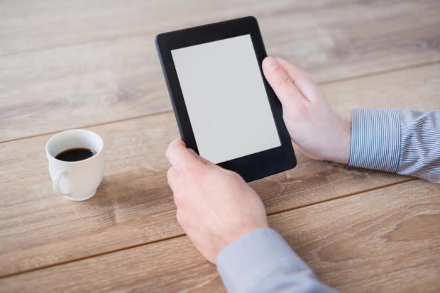 Używanie czytników e-booków jest bardzo wygodnym rozwiązaniem.